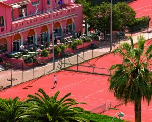 Tennis package - Half-Day Access and 1-Hour Tennis Lesson